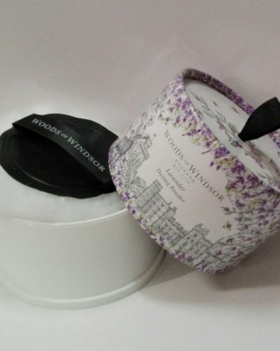 Woods of Windsor-Lavender Talco perfumado 100gr.